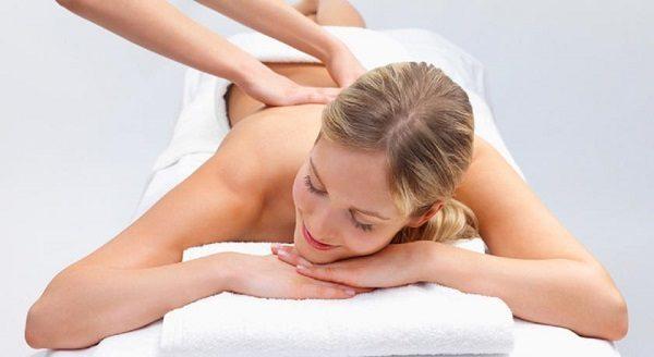 Лечебный массаж при болях в пояснице.