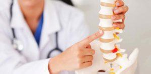 К какому доктору обращаться за больничным и лечением при болях в спине
