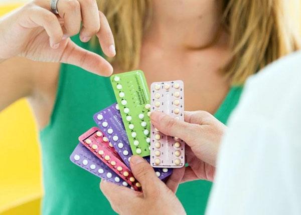 Посмотрим, какие гормональные препараты эффективны в лечении эндометриоза и можно ли обойтись без гормонов...