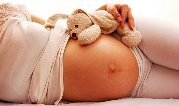 Беременность на фоне небольшой кисты обычно протекает без осложнений