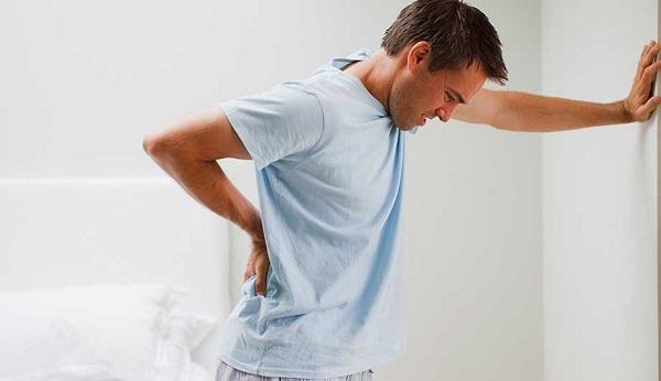 Почему болит под левой лопаткой со спины