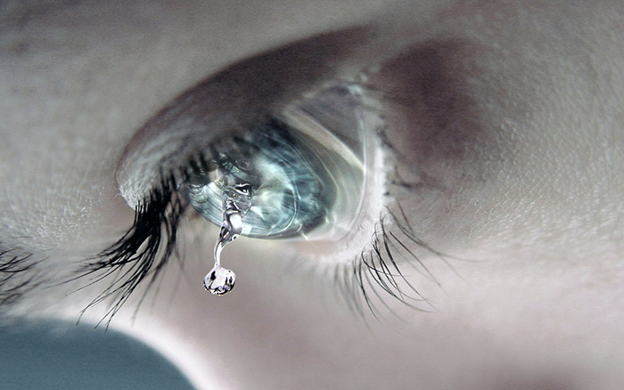 слеза из глаза