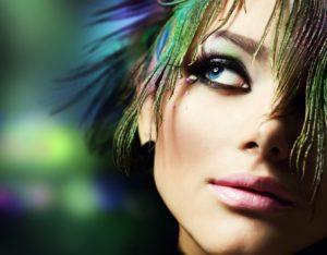 Использование ярких красок в макияже