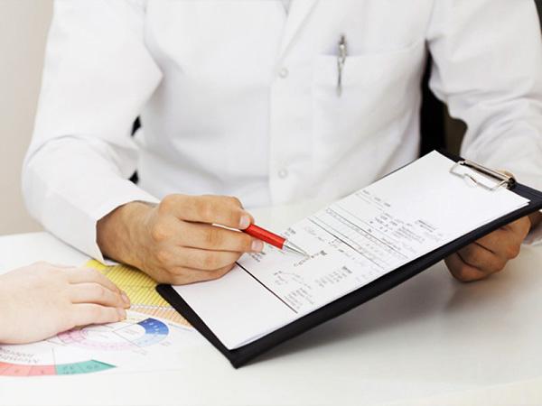 Прием гормональных препаратов требует контроля со стороны врача