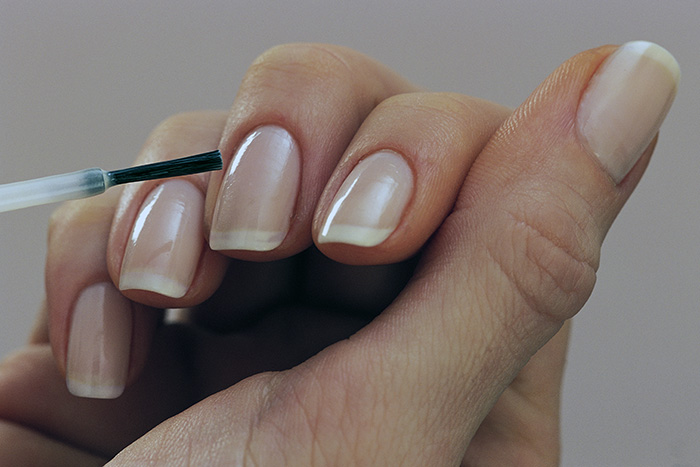 окрашенные ногти