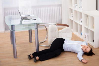 Помощь при эпилепсии: симптомы у человека