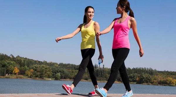 В качестве спорта при кисте следует отдавать предпочтение пешим прогулкам