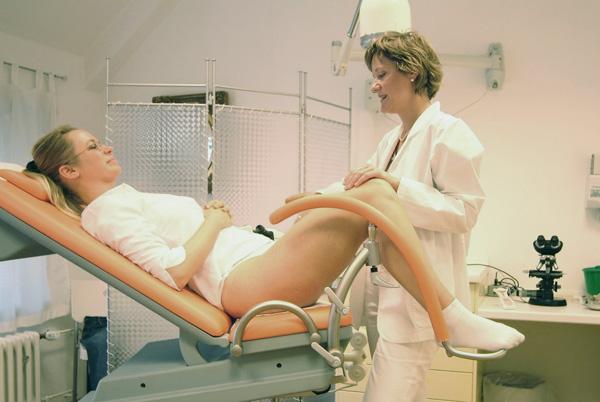 Консультация гинеколога при патологических кровотечениях обязательна